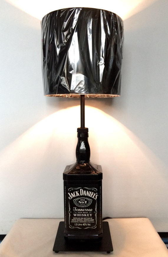 jack daniels bouteille noire grande lampe whiskey table. Black Bedroom Furniture Sets. Home Design Ideas