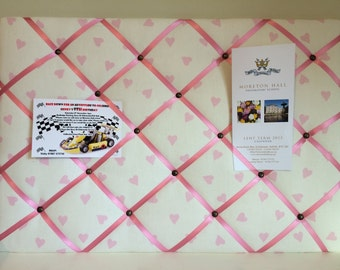 Little pink hearts memo board
