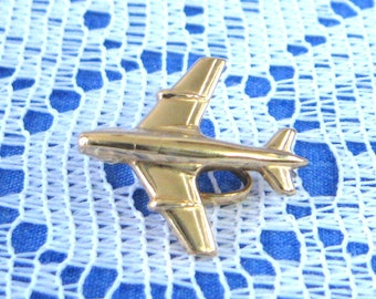 Airplane 14kt Gold Charm Pendant 1960s US Made 2.2 Grams 14kt Yellow Gold 3 Dimensional