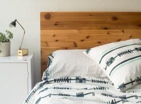 Full/Queen size Sheet Set + Pillows in Cream + Navy