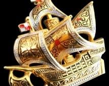 VINTAGE Maltese Cross Damascene ship pin brooch in gold tone