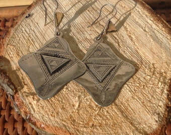 Old Tuareg Silver Rounded Edge Diamond-Shaped Etched Earrings