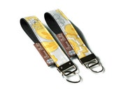 READY TO SHIP - Key Fob Wristlet - Key Chain -  Borsa Bella - Oopsie Daisey Fabric