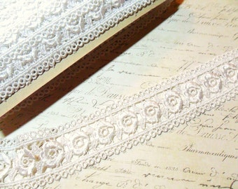Beautifully Detailed Classic White Venise Lace Trim with Flowers Inset, approx 2.25 inches wide