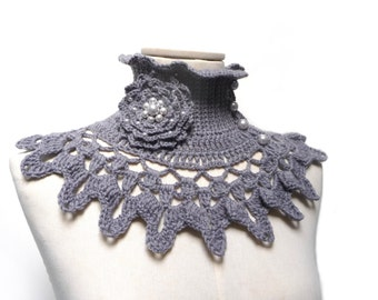 Grey Crochet Neckwarmer / Collar with turtleneck, ruffle neckline, lace collar and flower brooch with glass pearls - NINU'