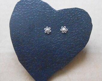 Tiny Flower stud earrings, Lovely Sisyrinchium cartilage stud earrings, 925 silver, Ear pin, Nose stud, Men Earrings, flora Piercing stud