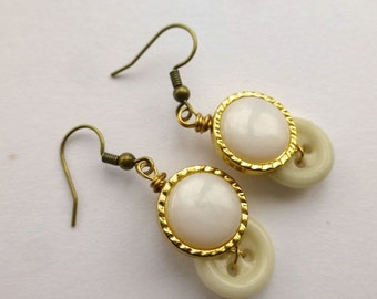 White Pearl with gold tone Vintage Button Earrings - Retro Style Jewelry