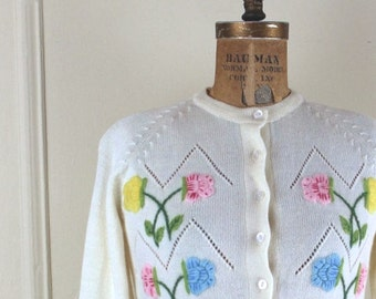 Vintage 60s Embroidered Flower Cardigan Sweater - 100% Wool - Size XS - S