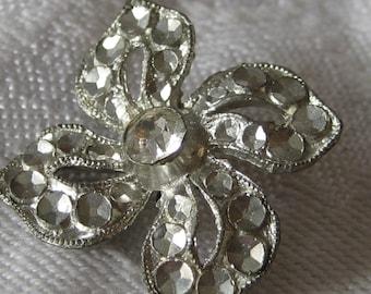 VINTAGE Pierced Silver Metal Flower & Rhinestone BUTTON