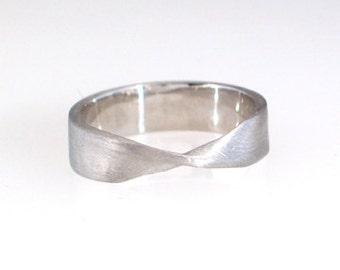 Platinum Mobius Ring, size 7-13