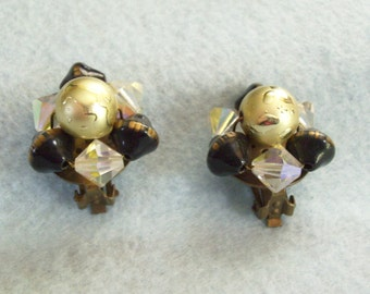 Black Gold Fluss Bead Vintage 40s Cluster Earrings Aurora Borealis Gold on Gold Clip