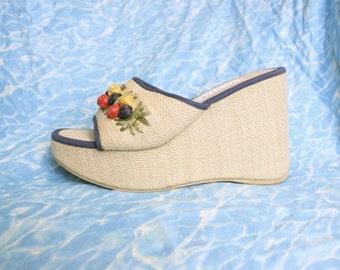 90s Tropical Platforms / Chunky Straw Flower Wedge Sandals Soft Grunge Club Kid Carmen Miranda Platform Shoes / Size US 8 Uk 5.