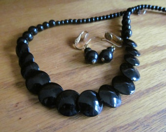 black flat disc necklace plus
