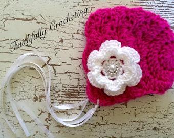 Newborn bonnet.. Pink bonnet.. White flower hair clip.. Photography prop.. Ready to ship