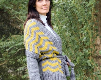 cardigan ZIG ZAG long SLEEVES hand knit in grey and curry size Medium chevron