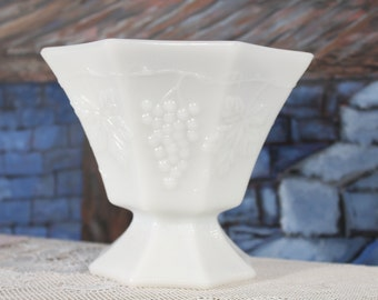Anchor Hocking Milk Glass Grapes Pedestal Bowl Planter Vase Spoon Holder Shabby Cottage Flowers