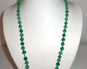 Vintage Green Necklace - Long Necklace - Green Beaded Necklace - Screw Clasp - Heavy Beads - Vintage Jewelry - Vintage Necklace