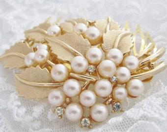 Gold Vintage Wedding Hair Comb, Pearl Headpiece, Bridal HairpieceRepurposed Trifari Brooch, White Pearls, Wedding Hair Accessories
