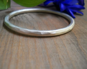 hammered sterling silver bangle, SIZE SMALL, chunky bracelet, simple bangle, stacking bangle,ready to ship