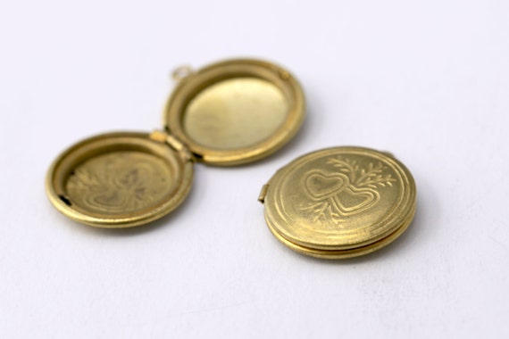 Vintage Tooled Floral Raw Brass Round Heart Lockets Etched 24mm (2)