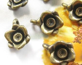 10 pcs - Vintage brass rose charms