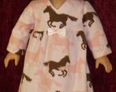 18 pouces poupée rose cheval chemise de nuit