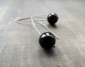 Handhammered titanium dangles with jet black onyx round beads 5 cm long