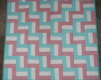 Baby Quilt   --  new    (33 x 44)