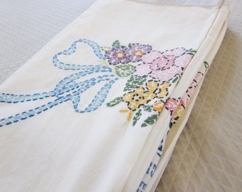 1940s embroidered summer bedspread FLOWER BASKET cottage chic