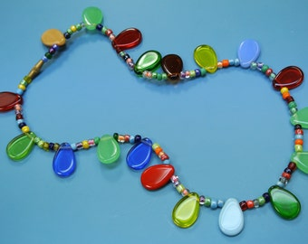 Lovely vintage 1970s multicolor glass bead/ charm necklace with barrel brass screw lock.