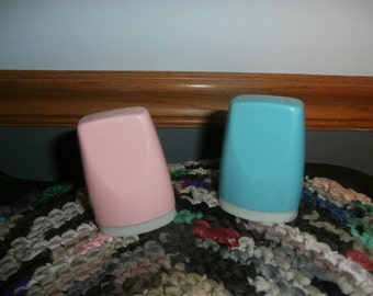 Salt & Pepper Shakers  Pink and Blue Boonton Ware Melamine Melmac Vintage 313-2