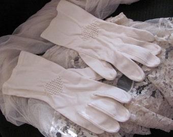 Gloves Vintage Ivory Ladies Nylon Wrist Gloves