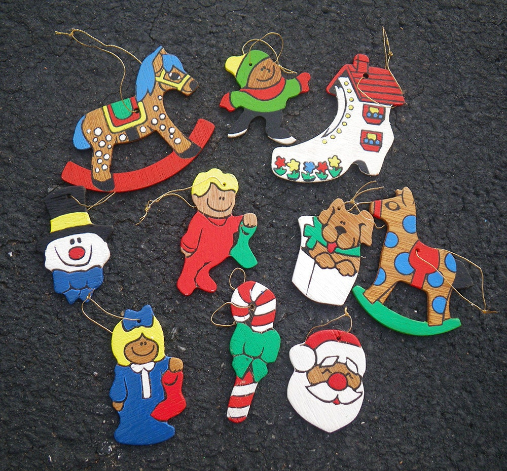 10 Wooden Hand Painted Christmas Tree Ornaments Vintage