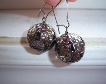 Daisy Earrings - Flower Earrings -Gunmetal orb Earrings -Round Earrings