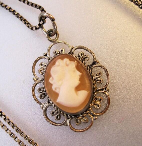 vintage italian cameo pendant necklace by brighteyestreasures