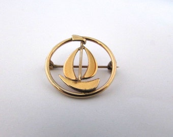 Sailboat Pin Brooch Circle Vintage WRE Gold Filled Boat Sailing Nautical Summer