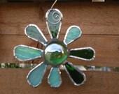 Stained Glass Flower - Green - Suncatcher - Gift - Christmas - Spring - Happy - Sweet