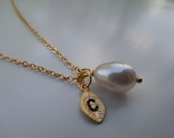 Bridesmaid Gift, Bridesmaid Necklace, Gold Necklace with Pear Swarovski Pearl, Personalized Initial Leaf