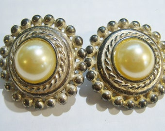 vintage tarnished gold tone with faint tannish center large round clip on earrings 315C