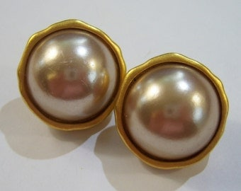 vintage silver tone center sort of round pierced earrings in a gold tone setting 14IN