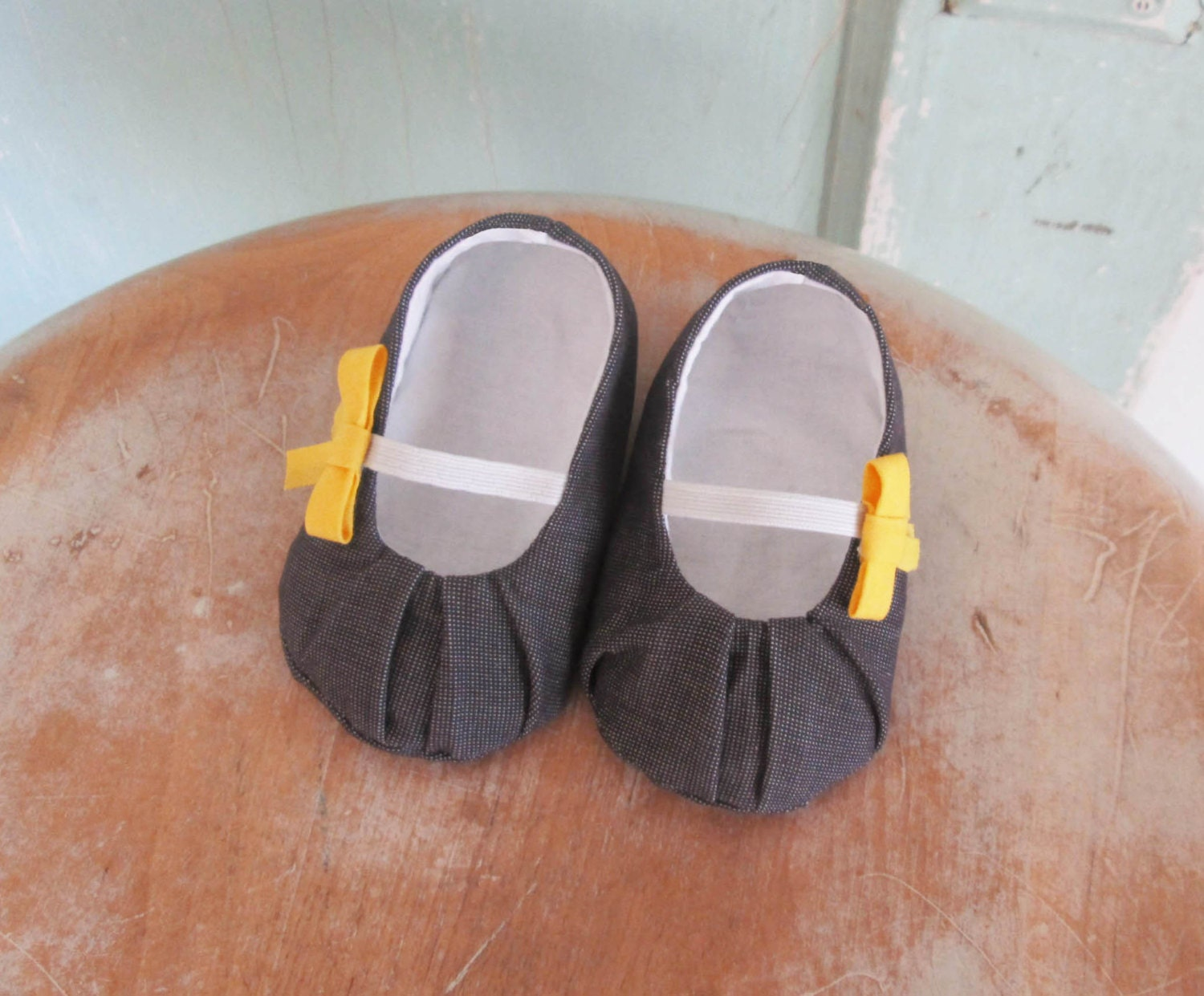 PDF Pleated Baby Shoe Pattern in newborn 3 month 6 month