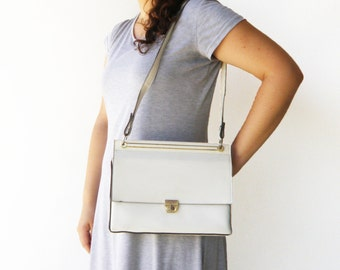 Vintage 1960s White Bag / Faux Leather Bag