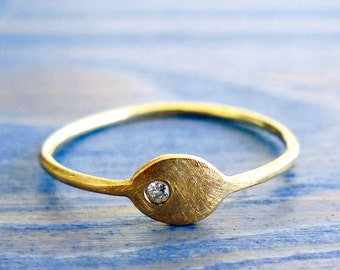 Diamond Seed. Simple and Sophisticate 14K Thin Gold Ring Set with Tiny Diamond. Alternative Rustic Engagement Ring. Earthy Diamond Ring.