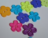 18 Plastic Flower Buttons (Assorted colors)