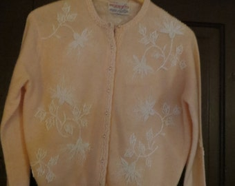 VINTAGE 1950's Pink hand   Beaded pearl buttons   Sweater  BY mODESTO