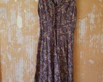 vintage.  90s  Purple Floral Corset Dress // ANTHRO CHIC  // S to M