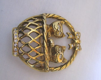 Gold tone Easter basket brooch pin with kittens cat kitty & rhinestone accents