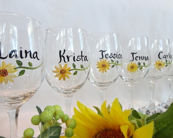 PERSONALIZED Sunflower Wine Glasses, Sunflwoer Mason Jars, Bridesmaid Sunflower Wine Glasses, Bridesmaid Gifts, Bridal Party Sunflower Glass