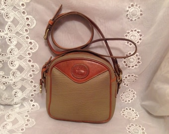 Vintage Dooney Bourke Tan Beige Crossbody Style Shoulderbag Classic Fashion Wear