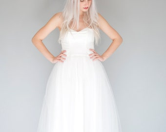 Ivory strapless sweatheart tulle wedding dress / tea length bridal gown / ballerina wedding dress